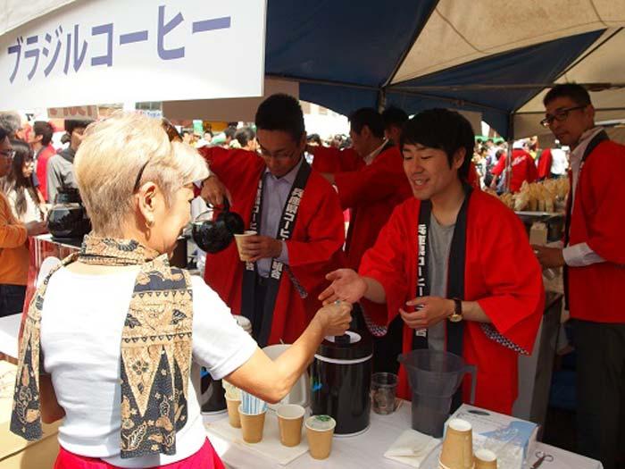 この日は暑く、アイスコーヒー、マンゴージュースが完売。意外にもホットコーヒーも売れていました。コーヒーを飲んで珈琲豆を御購入されるお客様も。