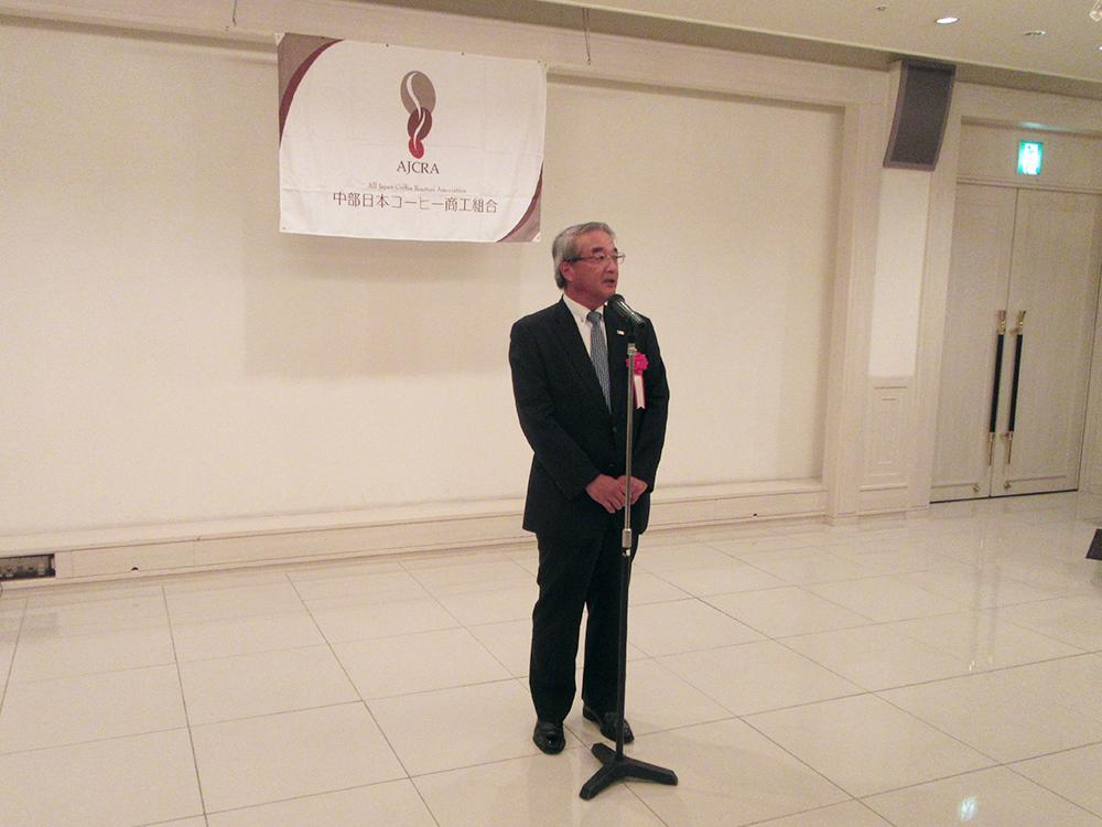 懇親会場で祝辞を述べる全日本コーヒー商工組合連合会の萩原孝治 代表理事会長様