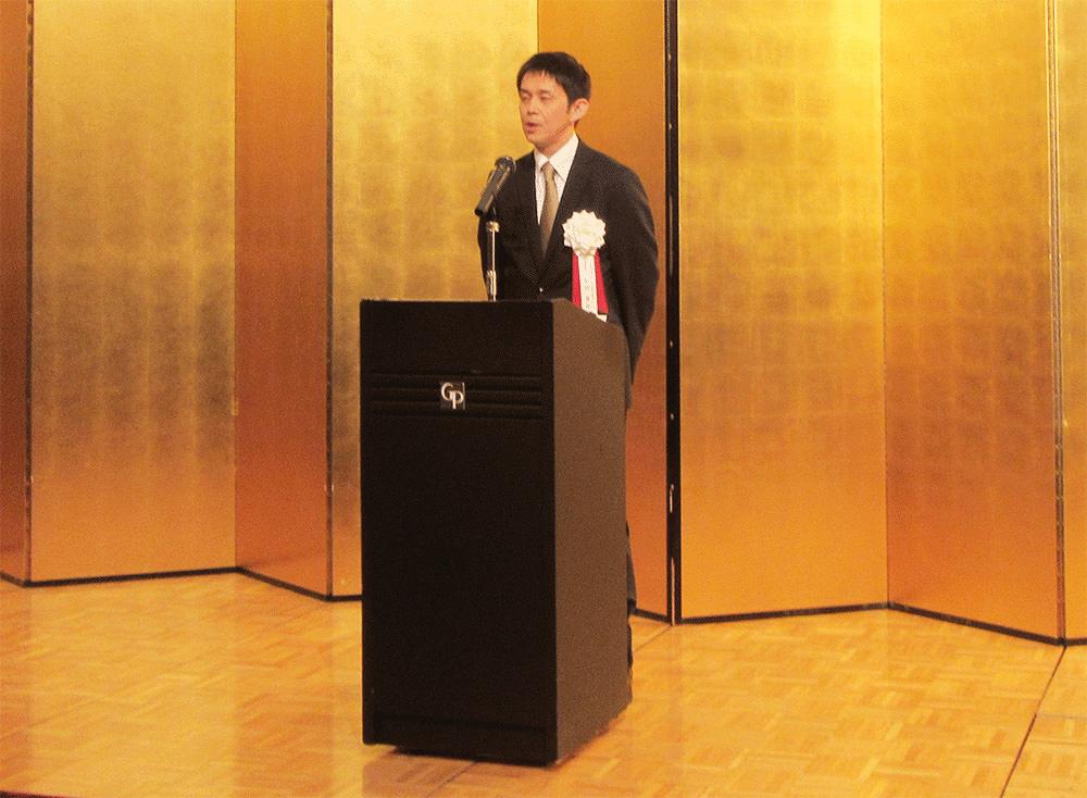 挨拶する和田 康裕理事長