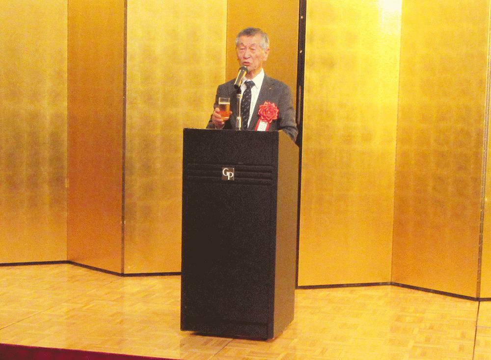 乾杯の挨拶をする日本グリーンコーヒー協会会長 武田 太郎様